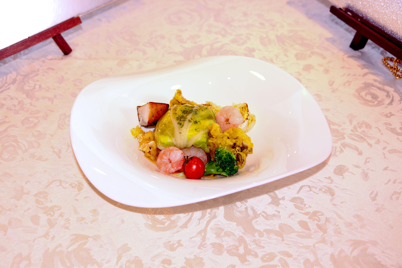 海老と白菜のムース白菜包み蒸し
